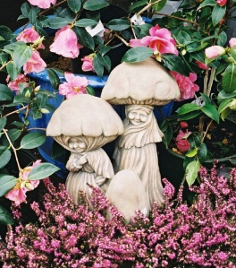 Goofy Sharing Garden Ornament